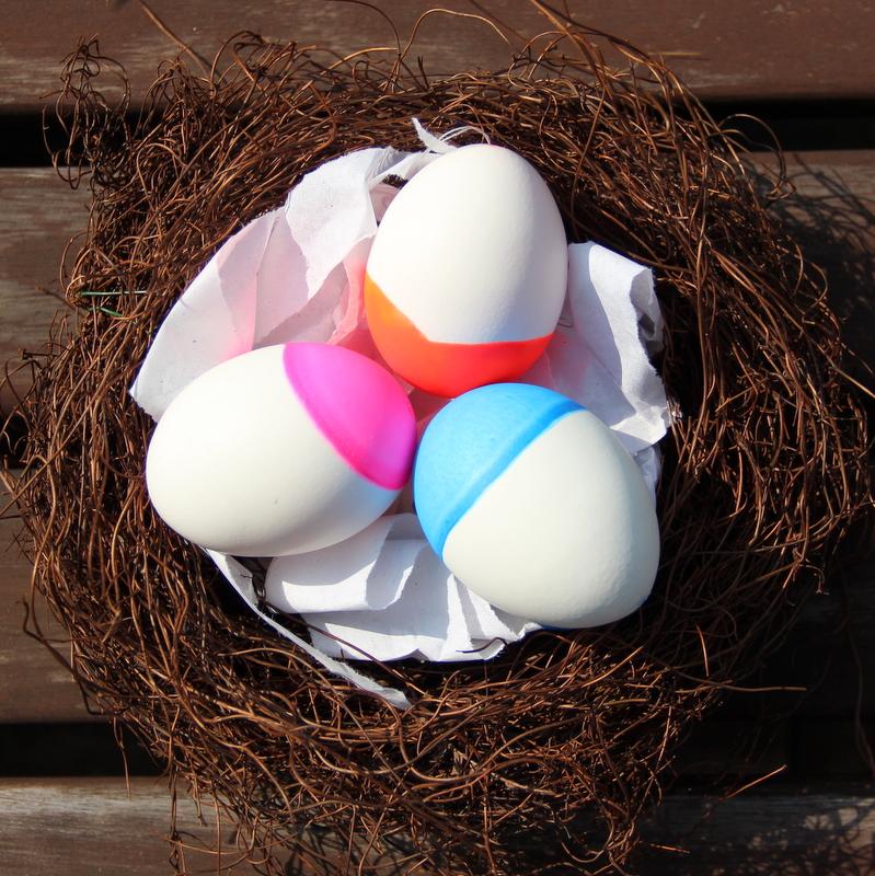 Osternest mit Neoneiern - easter nest with neon eggs