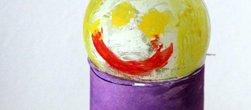 Kinderkunst - gebasteltes Männchen aus Klopapierrolle
