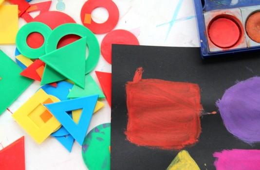 Kinderkunst mit geometrischen Formen
