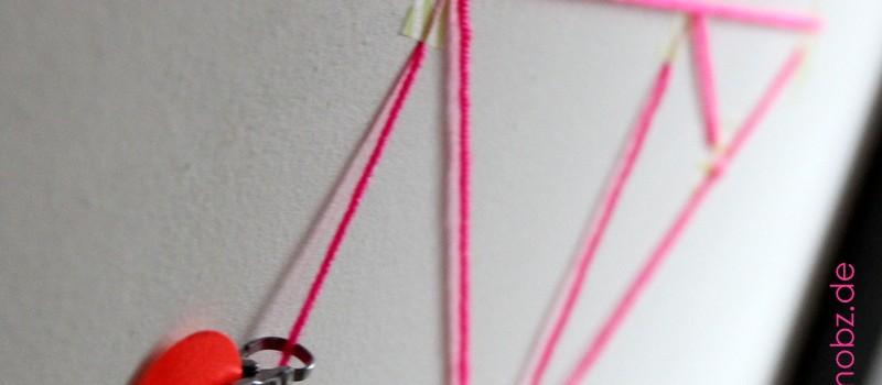 aufgeklebter Weihnachtsbaum aus Neon Garn