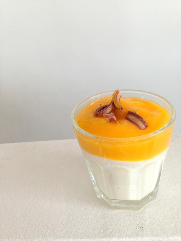 Joghurt Quark mit Mangospiegel - Rezept