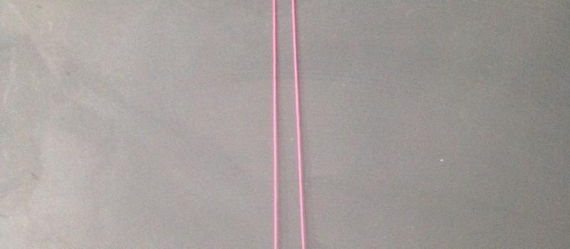 neue Kette aus alten Perlen und neon pinkem Band - Upcycling