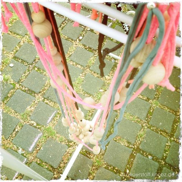 lange Holzkugelketten neon