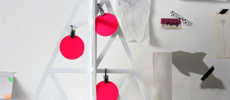 Weihnachtsdeko in weiß und pink