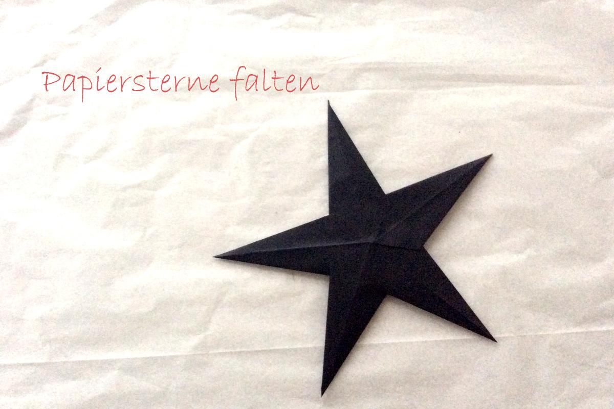 Papiersterne falten - schlichte Weihnachtsdekoration