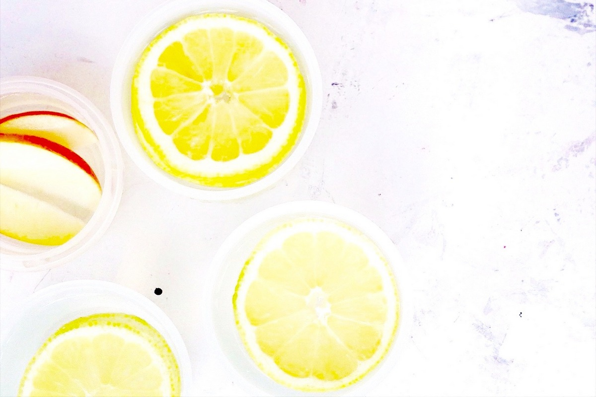 infused water_ geeiste Zitronen, Erfrischung